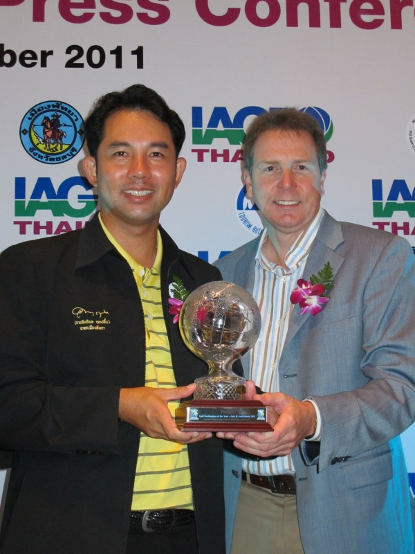 Mayor of City of Pattaya, Itthiphol Kunplome with Peter Walton, CEO of the International Association of Golf Tour Operators