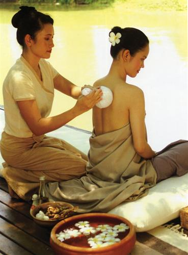 The TAT wants the industry to use traditional Thai hospitality to woo tourists to Phuket. Photo courtesy TAT.