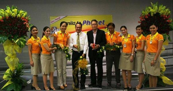 (L-R) CEB VP for Marketing and Distribution Candice Iyog, His Excellency Prasas Prasasvinitchai, Ambassador Extraordinary and Plenipotentiary of the Kingdom of Thailand, Hon. Carmelo Arcilla, executive director of the Civil Aeronautics Board, CEB VP for Airport Services Antonio Jose Rodriguez and cabin crew officially launched the airline's pioneering flight from Manila to Phuket last August 16, 2013.