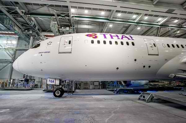 tg072_thai_reveals_newly_painted_b787-8_in_thai_livery2